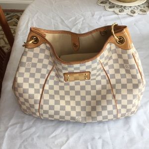 Louis Vuitton's canvas/authentic pocketbook